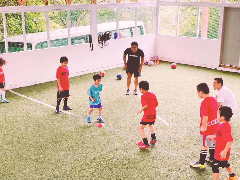 頑張る子ども達を応援する!ネパールサッカー界の英雄・サントスコーチ  Santosh coach supports children who work hard!