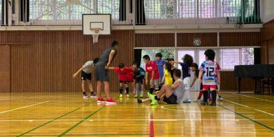 """プロサッカープレイヤーで元ネパール代表のサントス選手による「スペシャルトレーニング」""""Special training"""" by a professional soccer player, Santosh"""