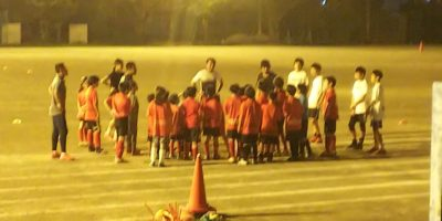 サッカーも英語も、幼児から中学生まで一緒になってレベルアップがレーアレスタイル!Let's  play soccer with English together!