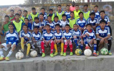 カトマンズの学校のサッカークラブにサッカーボールを寄付!We donated soccer balls to the Kathmandu school