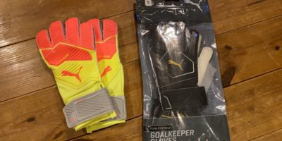 FCレアーレ・ジャパンの小さなゴールキーパーからキーパーグローブの寄付 We had the keeper gloves donated by a small goalkeeper from FC REALE Japan!