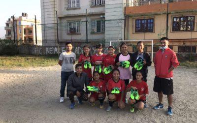 プロを目指す女子選手たちにサッカーシューズを寄贈!Donate soccer shoes to female players who aim to become professionals!