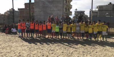 冬の寒さを吹き飛ばす、フレンドリーマッチ!Children run in a friendly match!