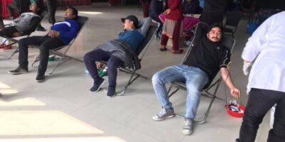 FCレアーレが地元の奉仕クラブと共同で献血プログラムFC Reale Nepal organized a blood donation program.