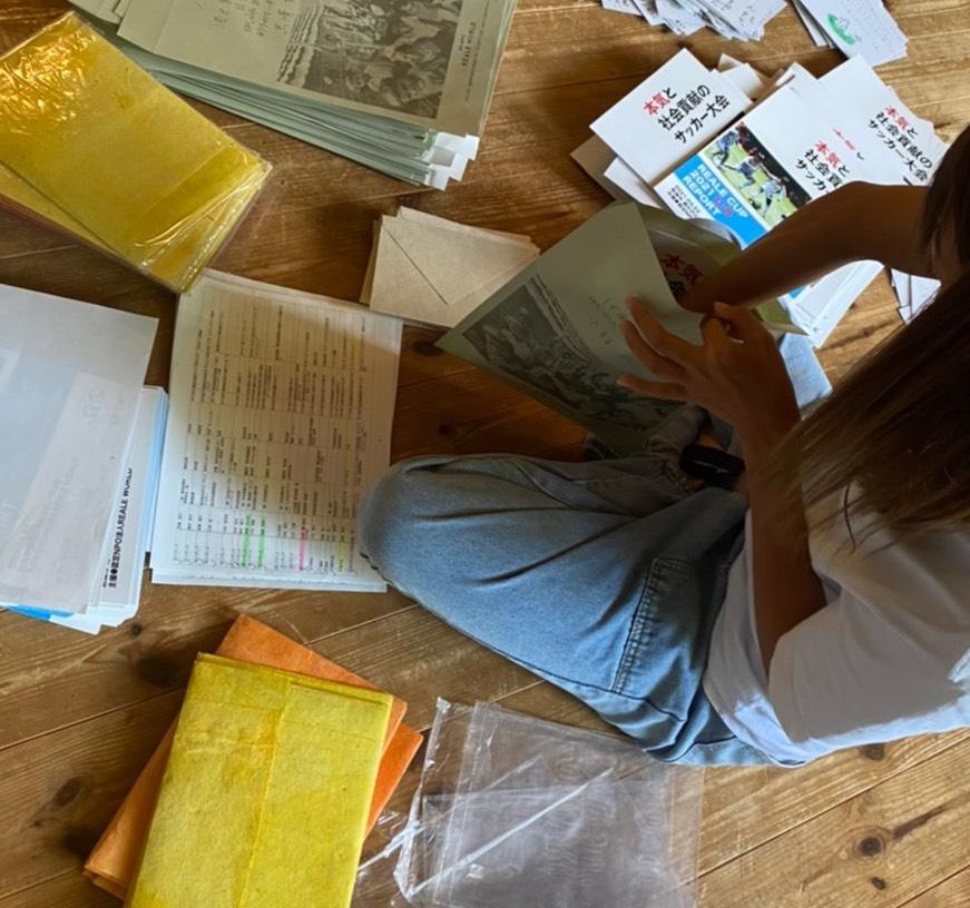 現在封入作業中!もうすぐ、2020年の年次報告書と、ネパールと日本の子どもたちからのお手紙が届きます!