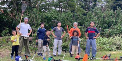 地元の方と支援者の方々と子どもたちが一緒に、レアーレグラウンドの清掃活動!