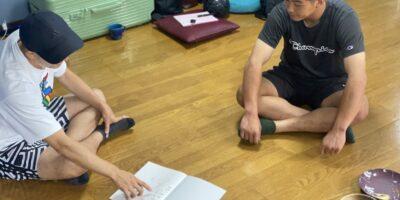新しい視点からの食育!栗山選手に、アスリートファームの岡田先生の講座